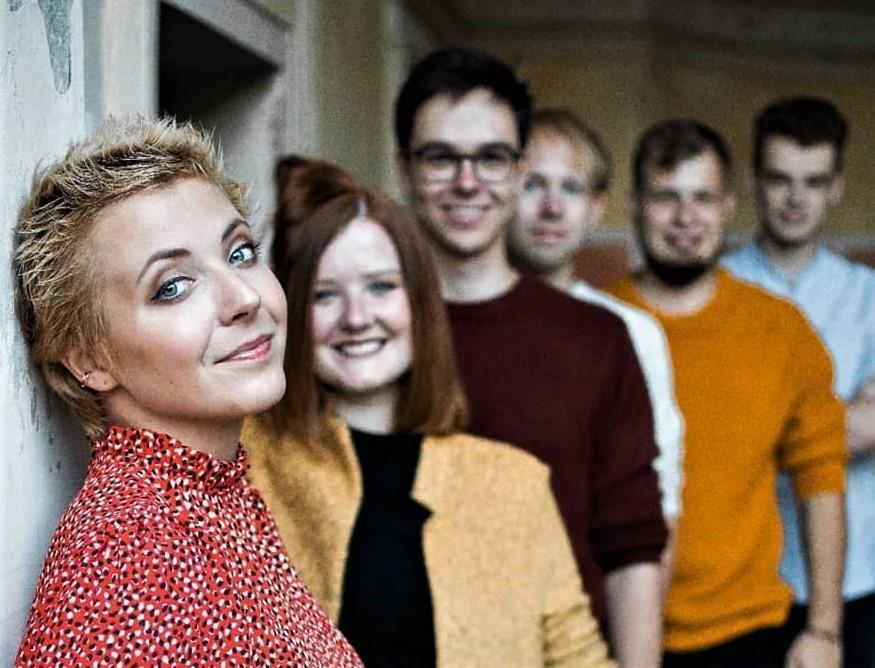 Anna Julie Slováčková se svou kapelou Aura