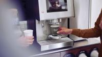 Jacobs Douwe Egberts Professional rozdává firmám prémiovou zrnkovou kávu