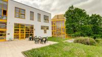 Praha 8 pomáhá i magistrátním domovům pro seniory
